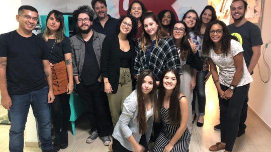 Equipe Sabiá com vencedores do Inova Jovem 2019 que participaram do summer job