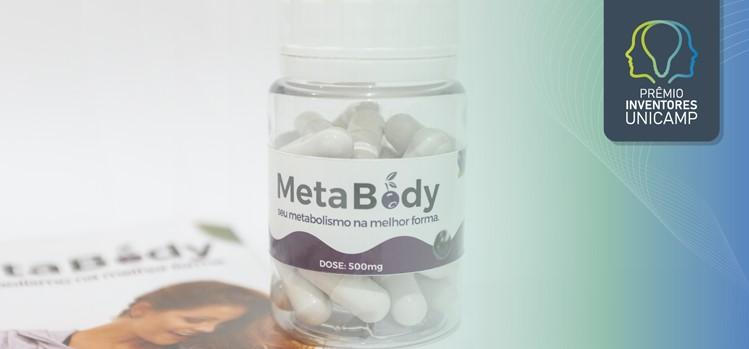 Embalagem transparente com tampa e comprimidos brancos do nutracêutico MetaBody
