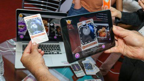 Pessoa escaneando cartão