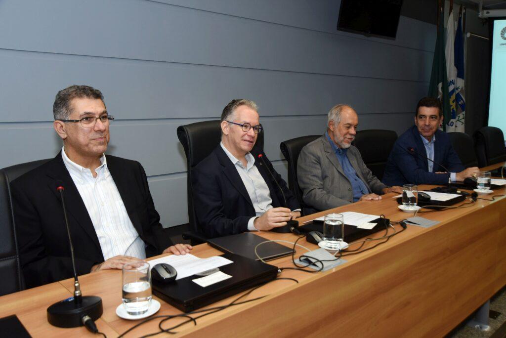 Mesa de abertura com o reitor da Unicamp Marcelo Knobel, o pró-reitor de pesquisa da Unicamp Munir Skaf, Jorge Almeida Guimarães, diretor-presidente da Embrapii e o diretor-executivo da Inova Unicamp Newton Frateschi