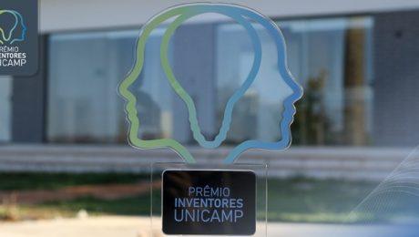 Os troféus do Prêmio tem o formato de um rosto humano. É transparente contornado com cores verde e azul em degradê. Na base está escrito de branco em fundo preto Prêmio Inventores da Unicamp.